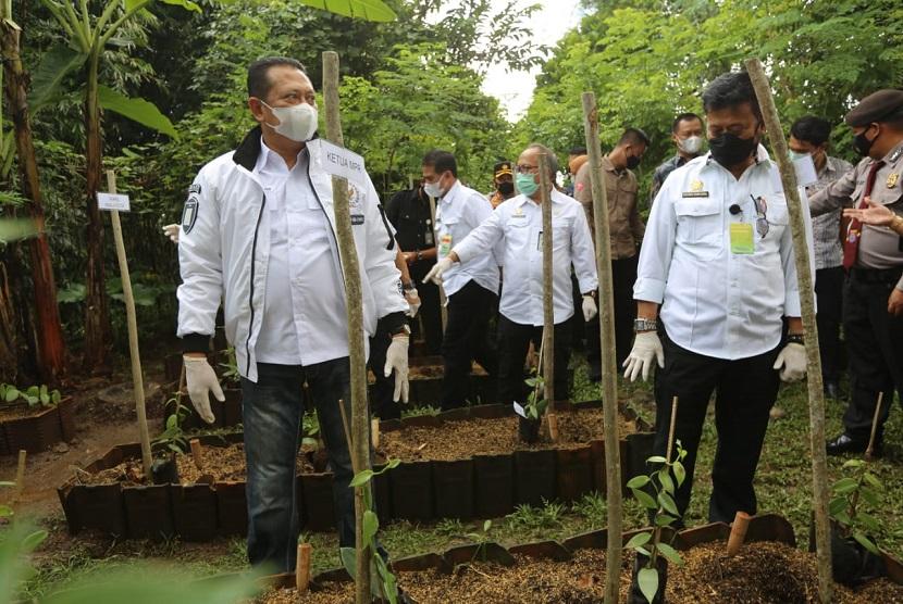 Masa Depan Indonesia ada pada Desa dan Bertani
