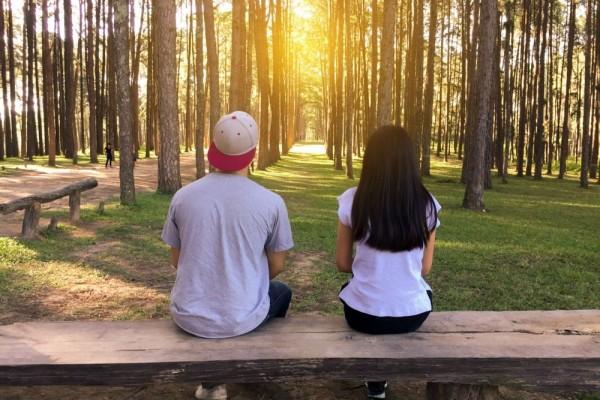 5 Kunci Jadi Pendengar Curhatan yang Baik, Bikin Lega
