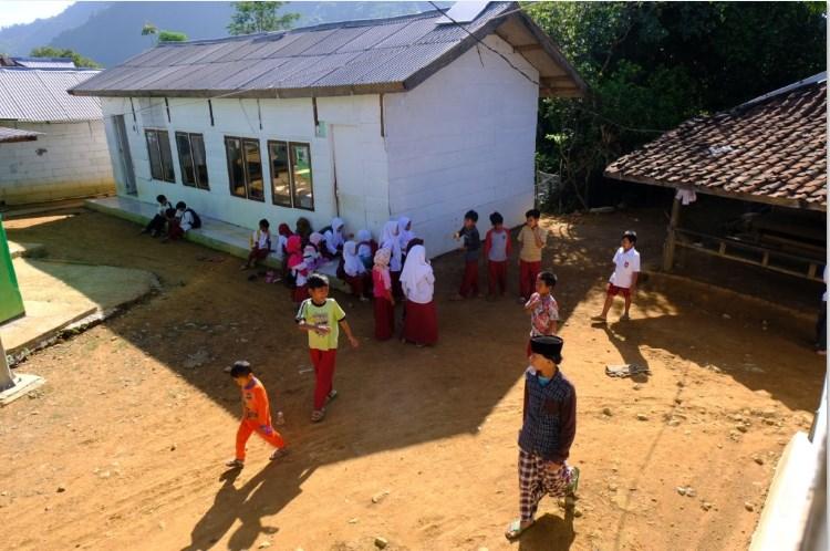 Kampung Terisolir Di Pinggir Ibukota Jakarta
